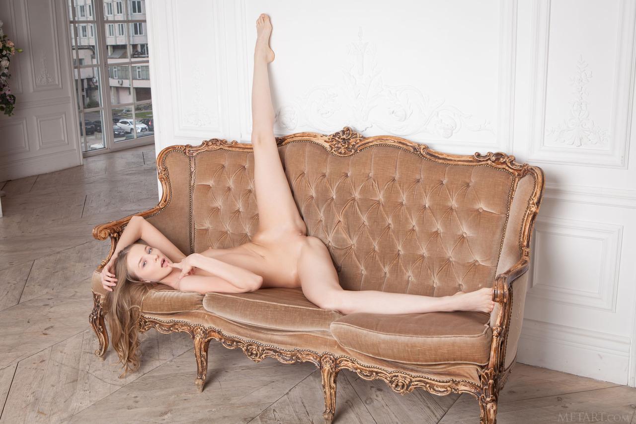 nude-crossed-leg-on-sofa
