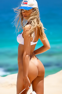 Stunning Blonde Alina Boyko Having Fun At The Beach